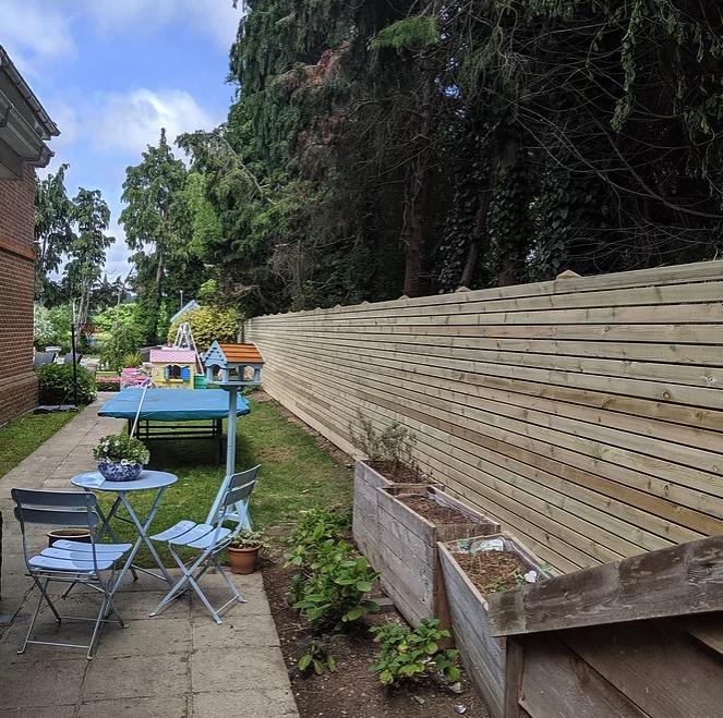 Bespoke Horizontal Slat Fence-builders-Wokigham